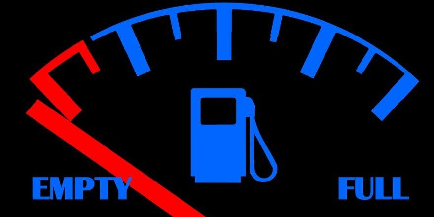 benzinmåler på tom