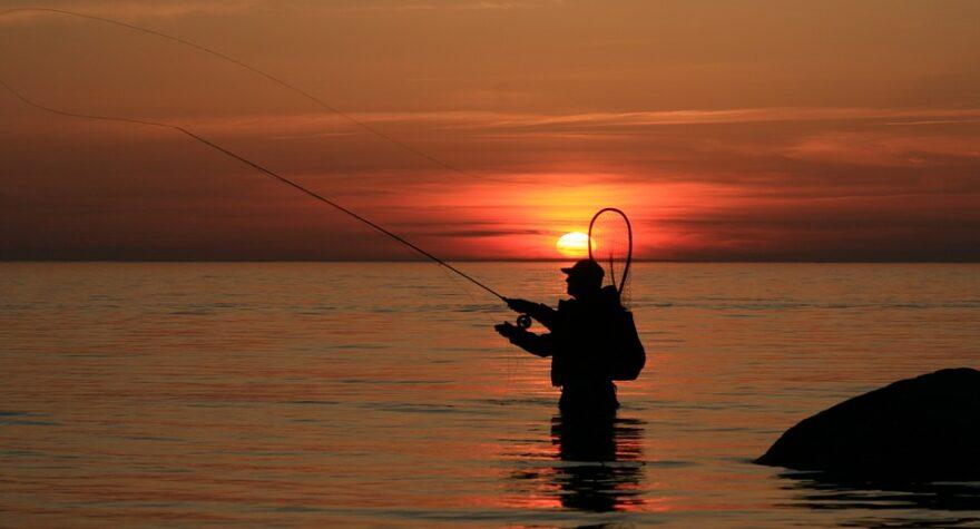 Fisker i solnedgang
