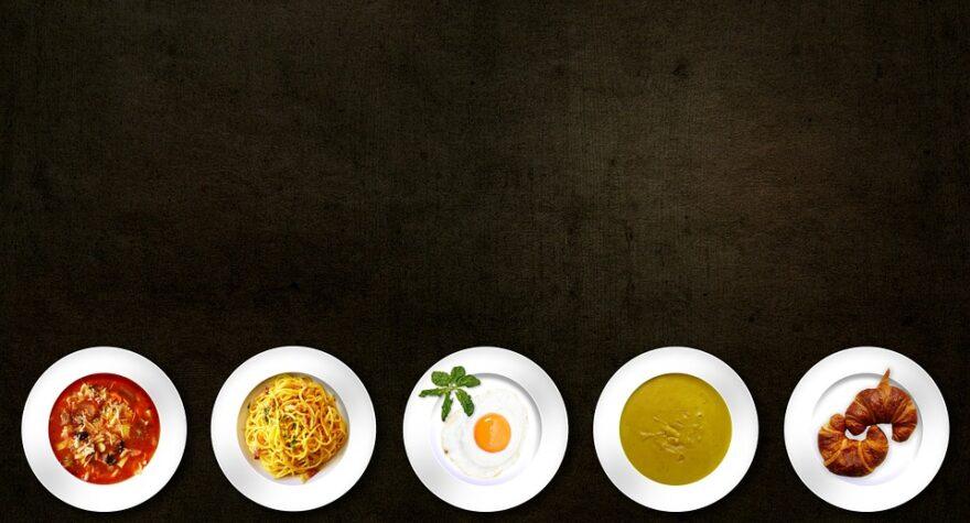 Tallerkner af mad