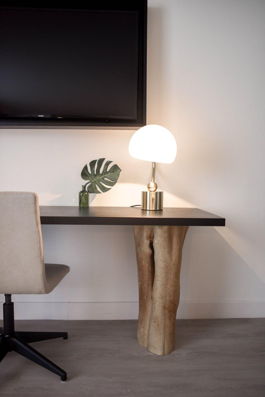 Lampe på skrivebord