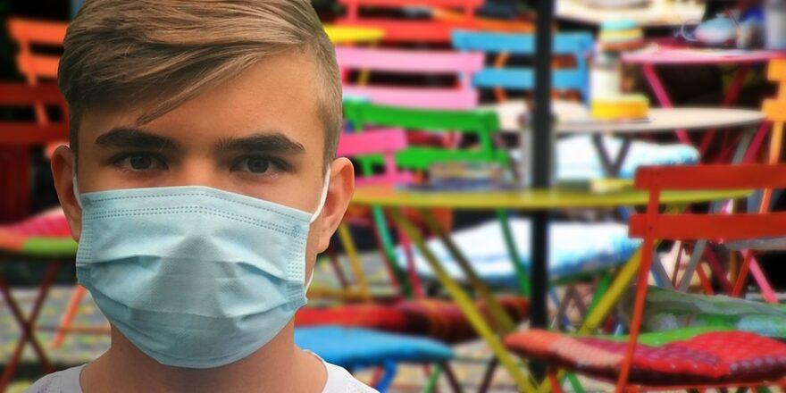 mand med maske